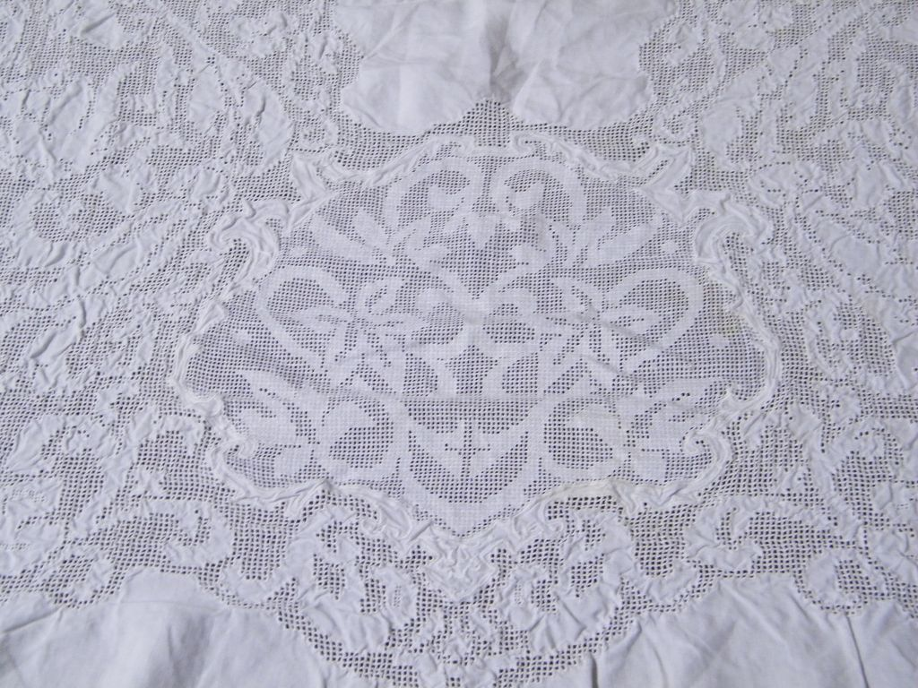 Wonderful Vintage White Light Weight Linen U0026 Lace Tablecloth..60 X 80