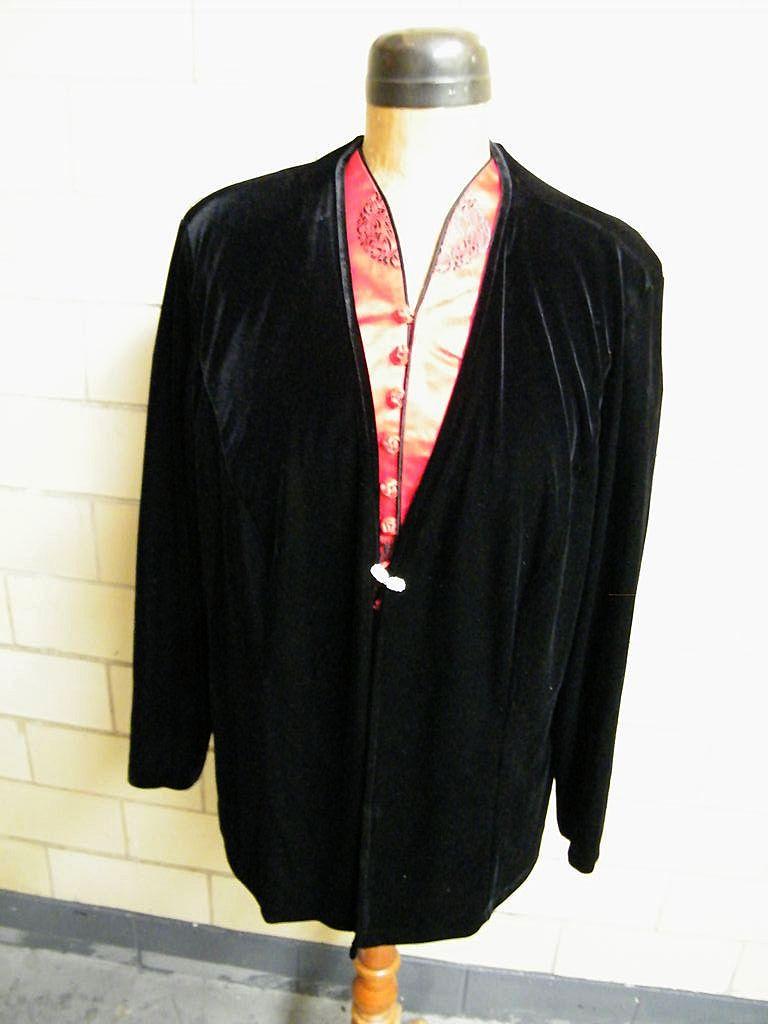 Patra Woman Black Velvet Jacket..Rhinestone Closure..Size 2X..Korea..Excellent Condition!t