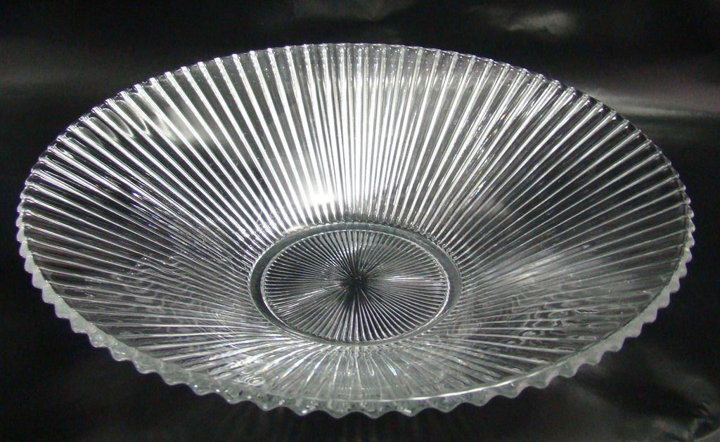 Heisey Glass No. 1469 Ridgeleigh Pattern Fruit or Centerpiece Bowl 1935 - 1944