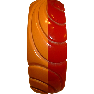 Vintage BAKELITE Red Butterscotch Laminated and Carved Bangle Bracelet