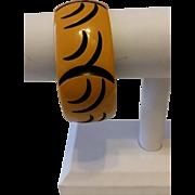 Vintage BAKELITE Cream with Black Curvy Carvings Bangle Bracelet