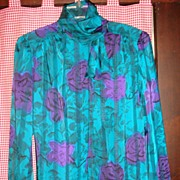 Beautiful Nicola 100% Polyester Ladies' Blouse Size 8 Roll Collar/Bow