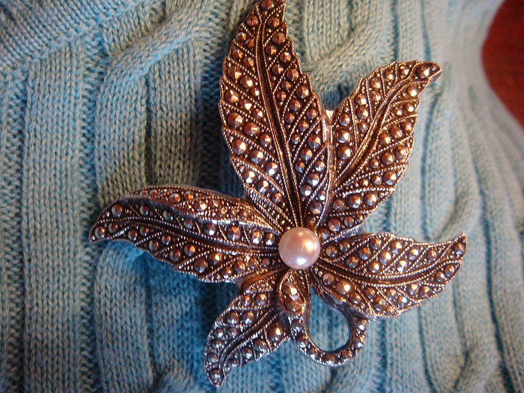 Silvertone & Marcasite Flower or Starfish Brooch With Faux Pearl: Germany