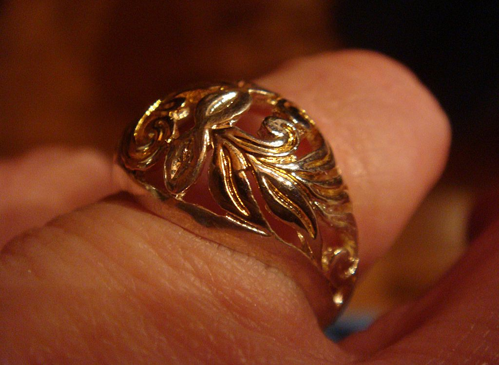 Sterling Silver Two Toned Filigree Ring Size 8