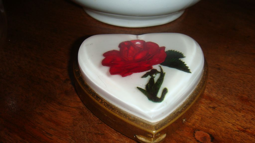 Wonderful Rose Under Lucite Heart Compact Brought From Japan Military Man