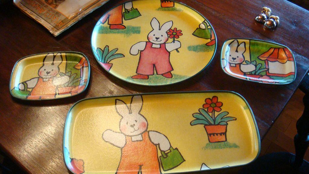 4 Vintage  Easter KESWICK England Fiberglass Trays Bunny Flower Pot