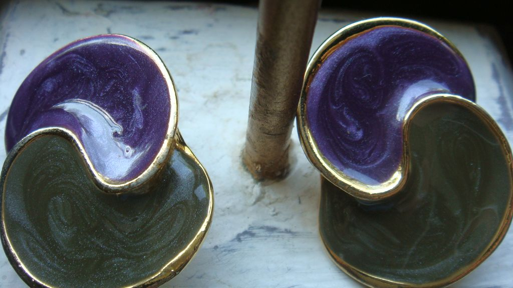 Cool Modernist Purple and Green Swirled Enamel & Gold Tone or Plated Clip Earrings!