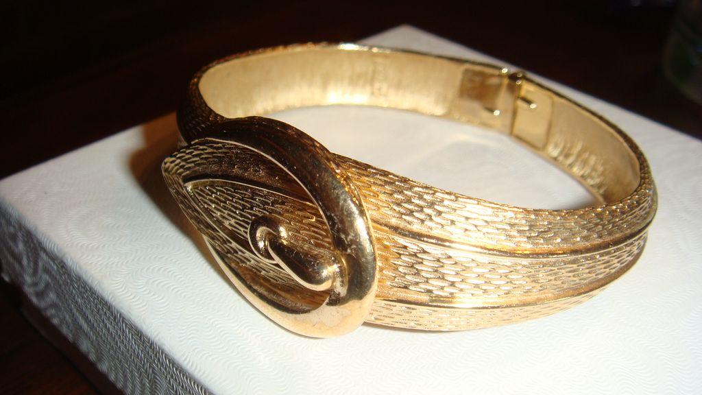 Brushed & Shiny Goldtone Mesh Design Belt Buckle Clamper Bracelet
