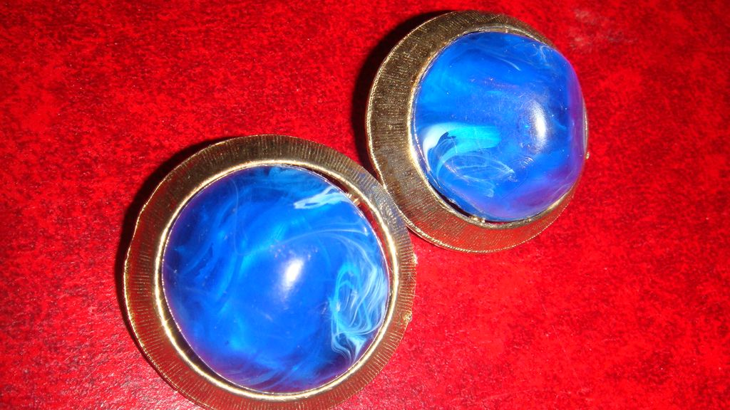 Vintage Clip Earrings Large Marbled Cobalt Blue/White Lucite Set in Brushed Goldtone Design Setting