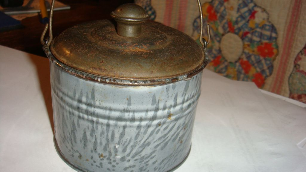 Near Mint Tiny Grey Swirl Graniteware Enamel Child's Lunch Pail Berry Bucket Tin Lid Bail Handle