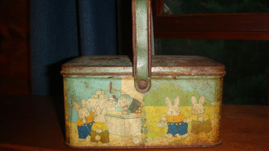 TINDECO Peter Rabbit Easter Basket Lunchbox  Candy Container Primitive Collectible Tin
