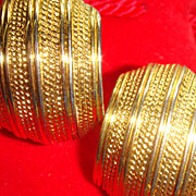 Vintage Shiny & Textured Gold Tone NAPIER Comfort Screw Clip Earrings