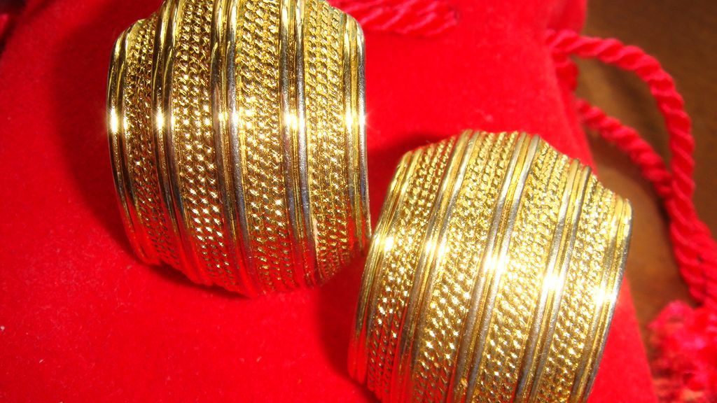 Vintage Shiny & Textured Gold Tone NAPIER Comfort Screw Clip Earrings