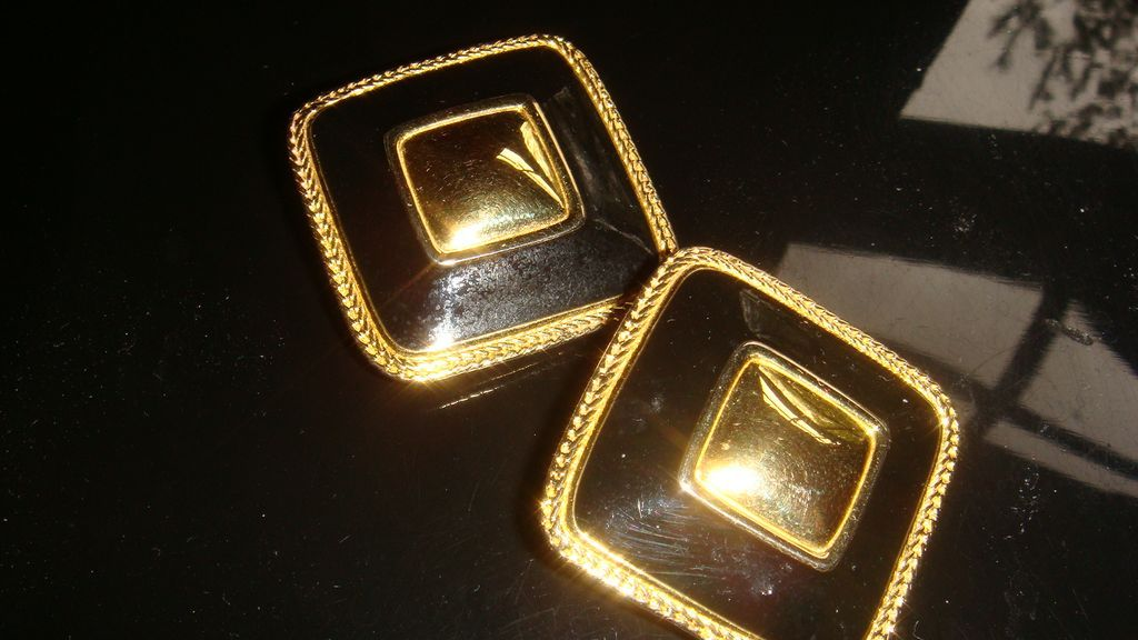 Vintage PREMIER U.S.A. Clip On Earrings Enamel & Gold Tone Button Style