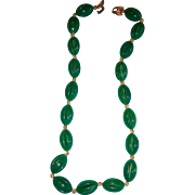 Crown Trifari Kelly Green Reticulated Barrel Shape Lucite Necklace Tulip Clasp 24 Inches