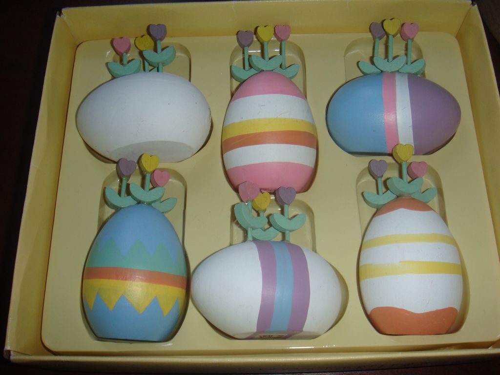 Set of 6 Vintage Dept. 56 Wooden Eggs Tulips 1980s