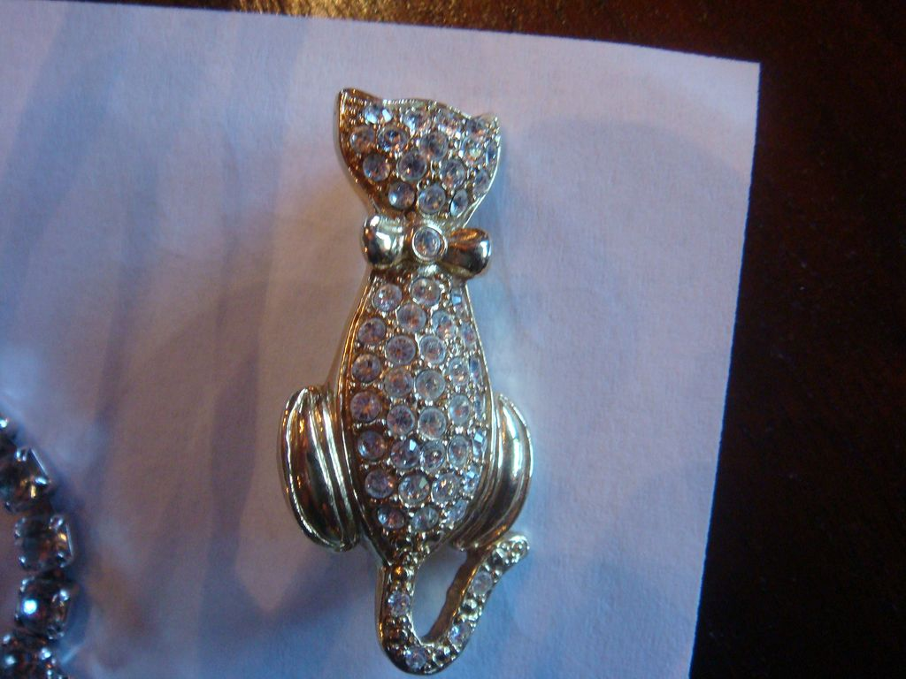 Darling Rhinestone Kitty Cat Pin With Bow