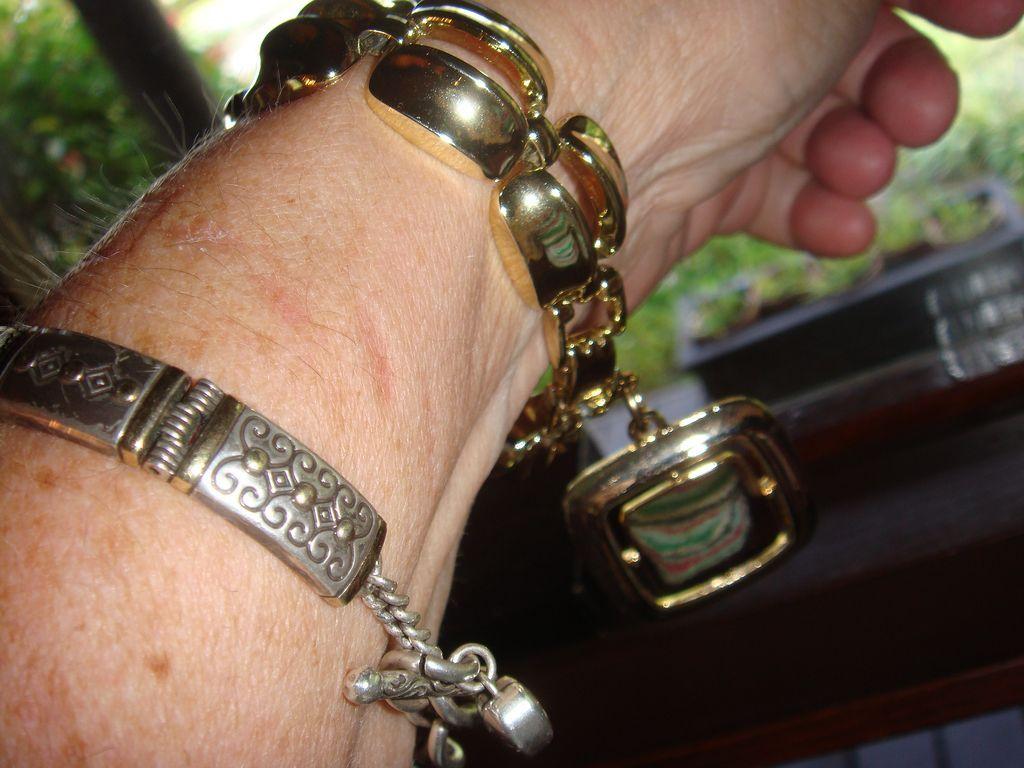 Chunky Lisner Goldtone Bracelet With Large Pendant