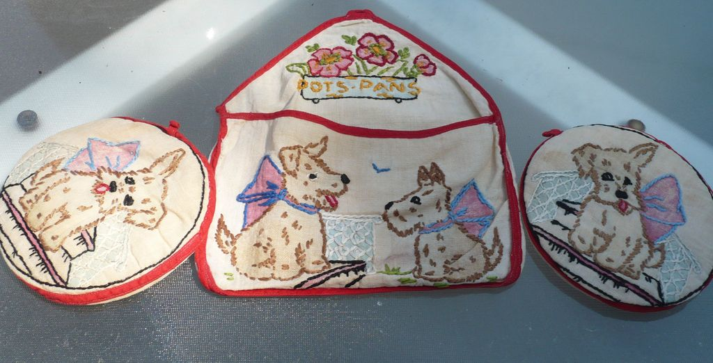 Doggie Embroidered Pot Holder Set