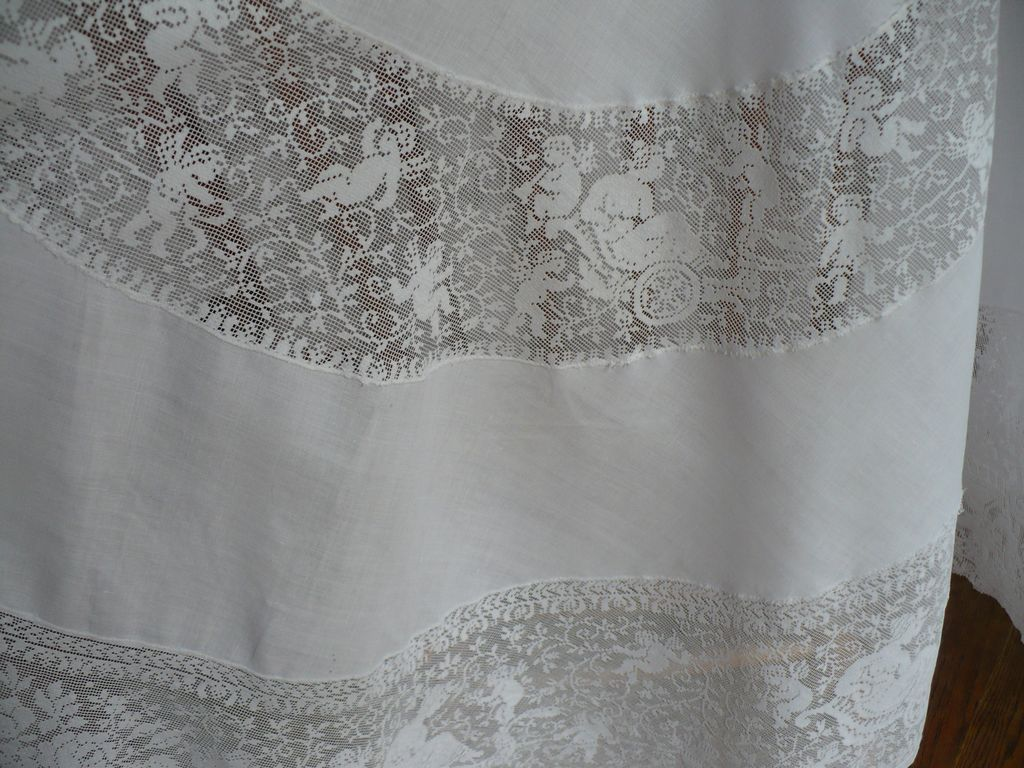 "Cupid 48""D Inset Lace Tablecloth Topper"