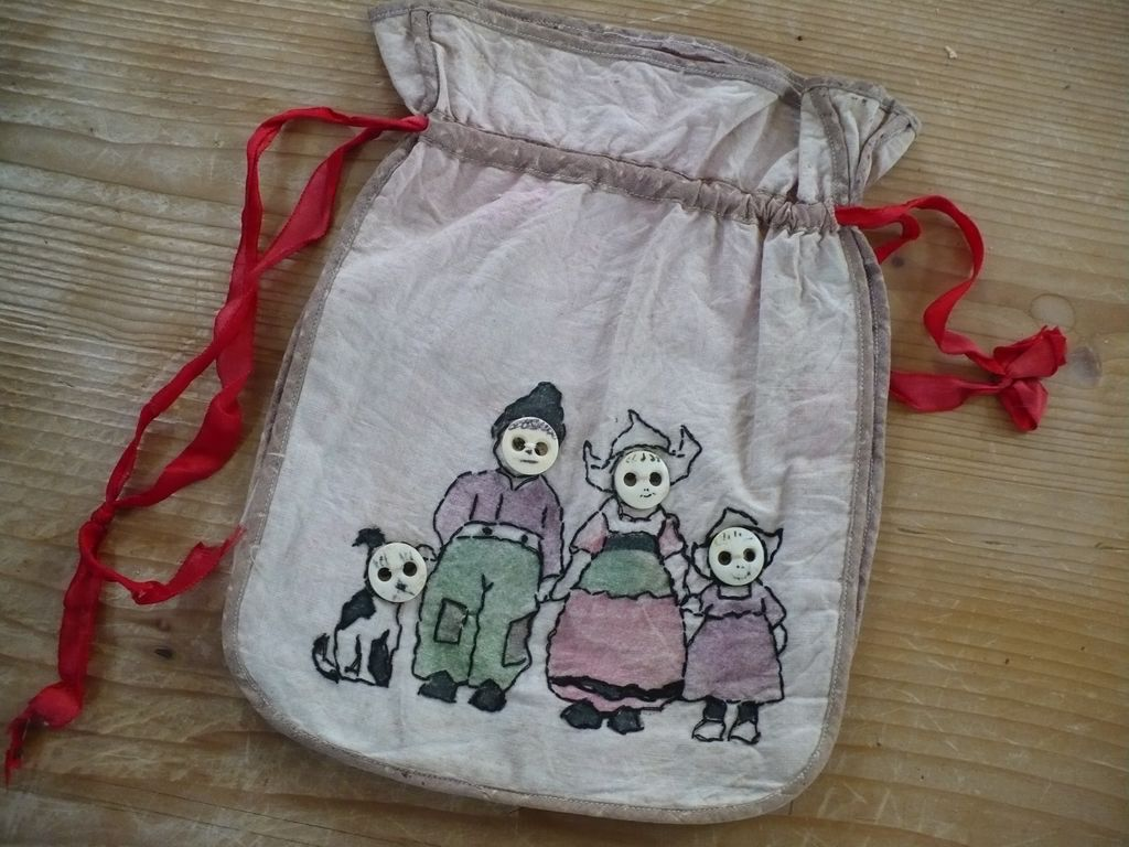 Vintage Embroidered Button Bag