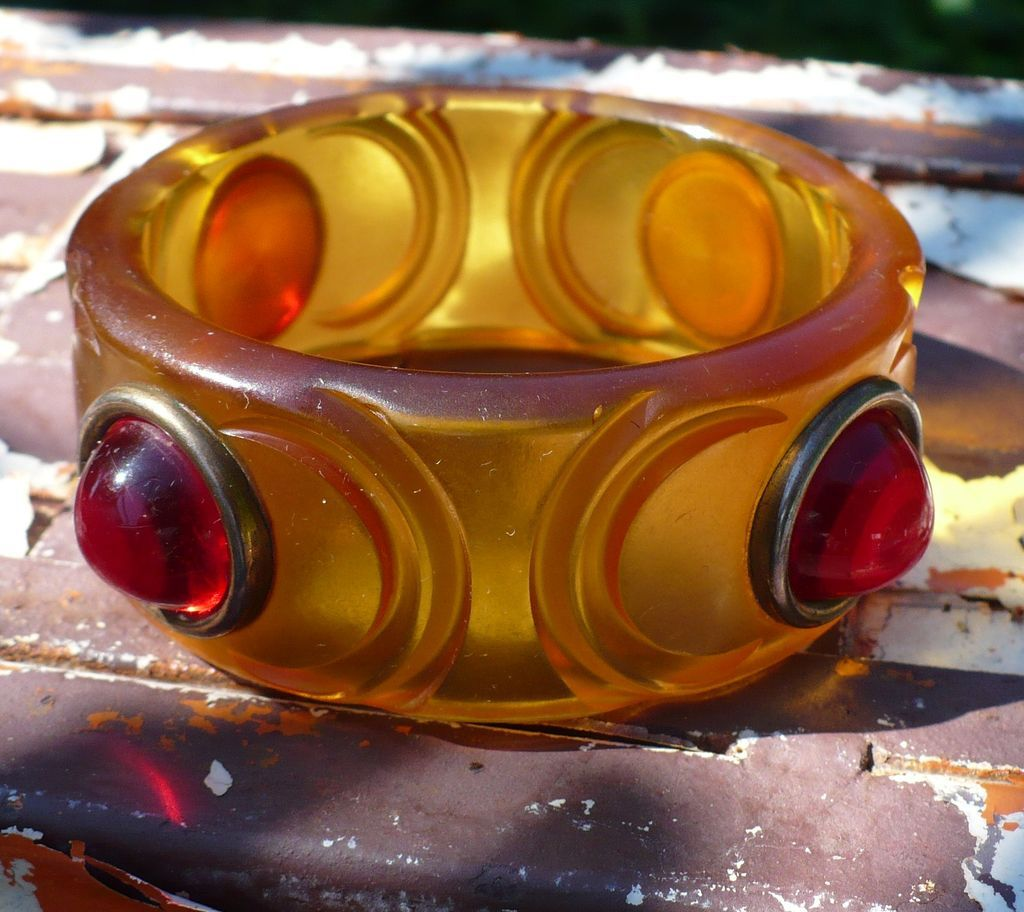 Applejuice & Red Bakelite Raised Dot Bracelet
