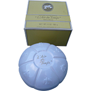 L'Air du Temps Dusting Powder