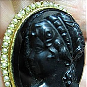 Cameo Brooch/Pin Raised Black Glass & Tiny Simulated Pearls Gold Tone