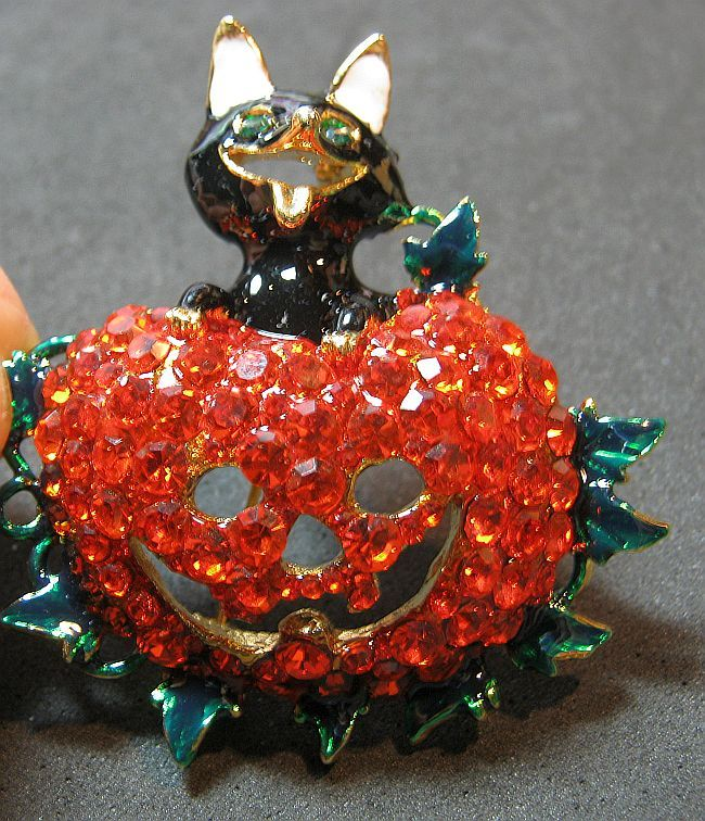 Cute Brooch Pin Black Enamel Cat & Orange Rhinestones Figural Pumpkin Halloween