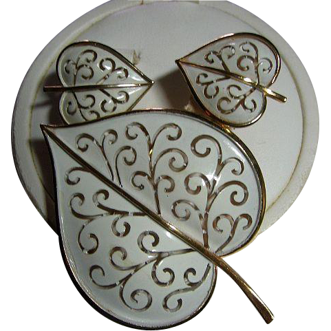 Signed Trifari Heart Vintage Enamel Leaf Brooch/Pin & Earrings SET