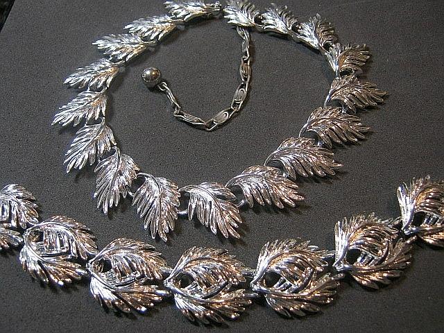 Vintage Silver Tone Signed Lisner Leaf Classic Necklace & Bracelet SET