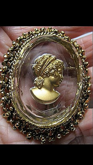 Vintage Large Reversed Carved Cameo Glass & Gold Tone Pin/Brooch Bridal