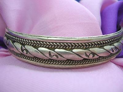 "Big Size 8"" Fancy Silver Tone Bangle Bracelet"