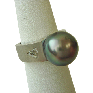 Delightful South Sea Pearl and Diamond Ring in 14K Gold