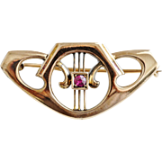 Sweet Art Nouveau Brooch with Ruby in 14K Gold