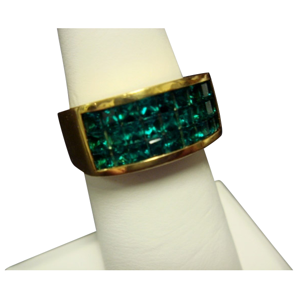 Green Chatham Ring in 18K Yellow Gold