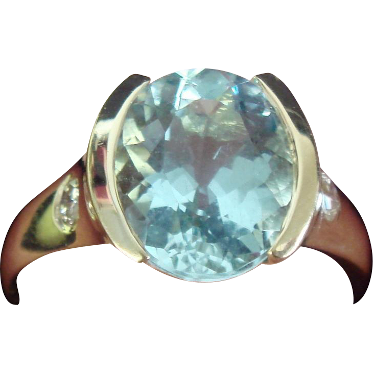 Lovely Aquamarine and Diamond Ring in 14K Gold