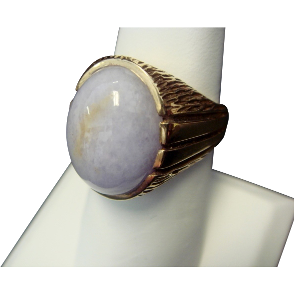 Handsome Lavender Jade Ring in 14K Yellow Gold