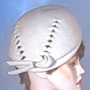 SCHIAPARELLI White Wool Felt Beret Hat - Cut-Out Design - Rhinestone Accent