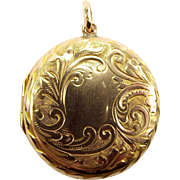 ON HOLD A Antique Edwardian 9ct Gold LOCKET Pendant 1908 Opens