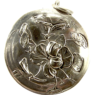 Victorian Silver P French Repousse Violet Lid POUDRIER Opens Mirror LOCKET