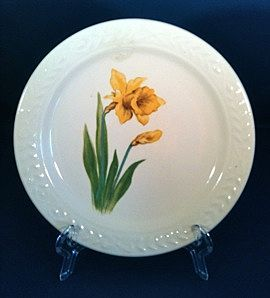 Set of Four 1940s Universal Cambridge 'Jonquil' Laurella Bread and Butter plates
