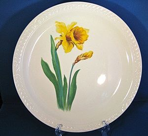 Set of Four 1940s Universal Cambridge 'Jonquil'  Laurella shape Dinner Plates