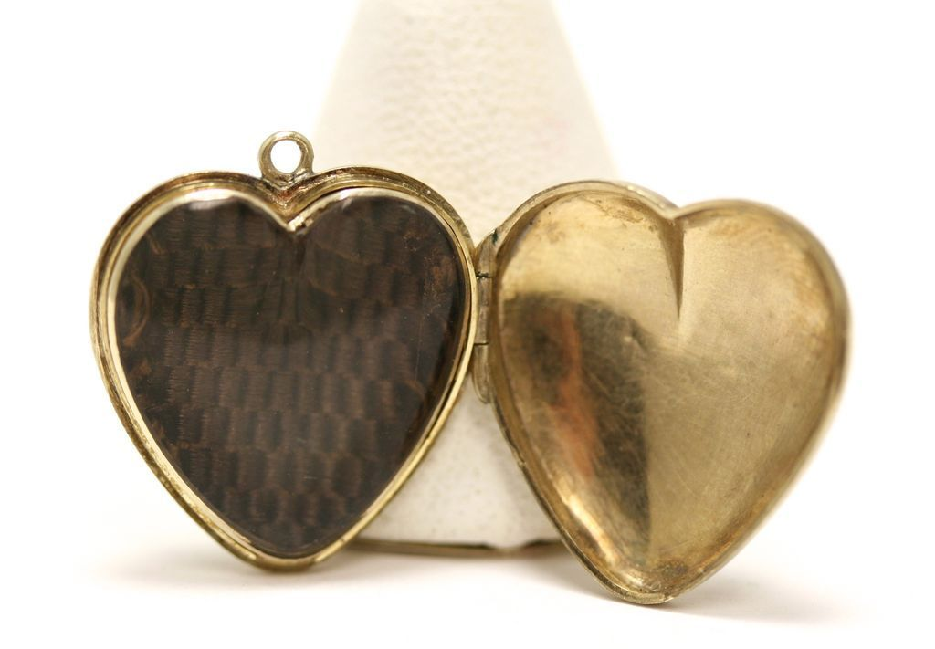 9ct gold Victorian Mourning Hair Heart locket under rock crystal