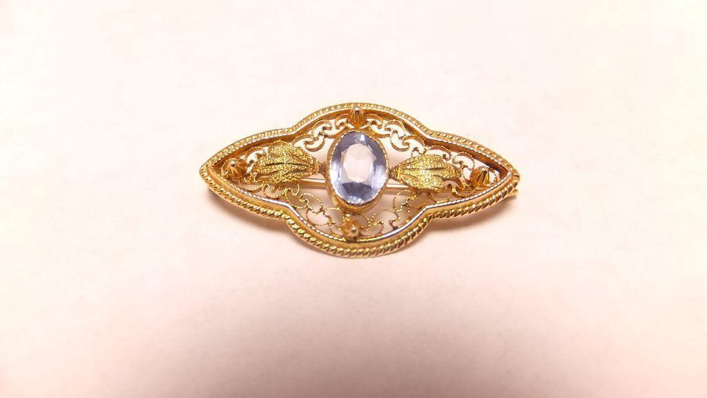 Antique 18k Yellow Gold Filigree Pin Brooch with Aquamarine Stone
