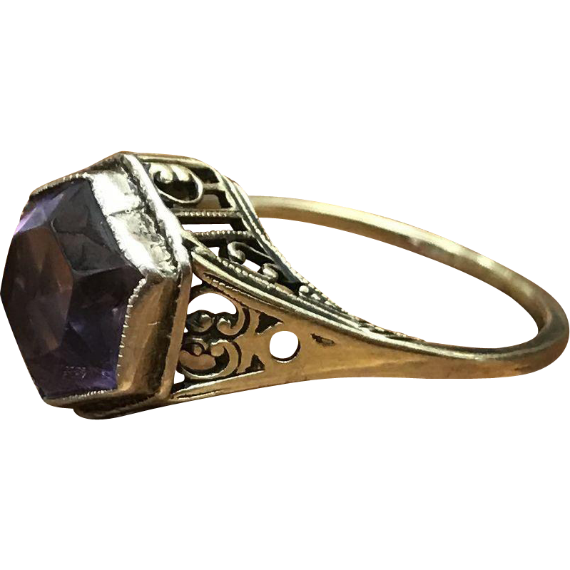 Elegant Edwardian antique 14k yellow gold filigree hexagonal purple stone solitaire ring