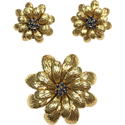 Vintage Daisy flower 18k Yellow Gold and Sapphire Brooch and Earring Set