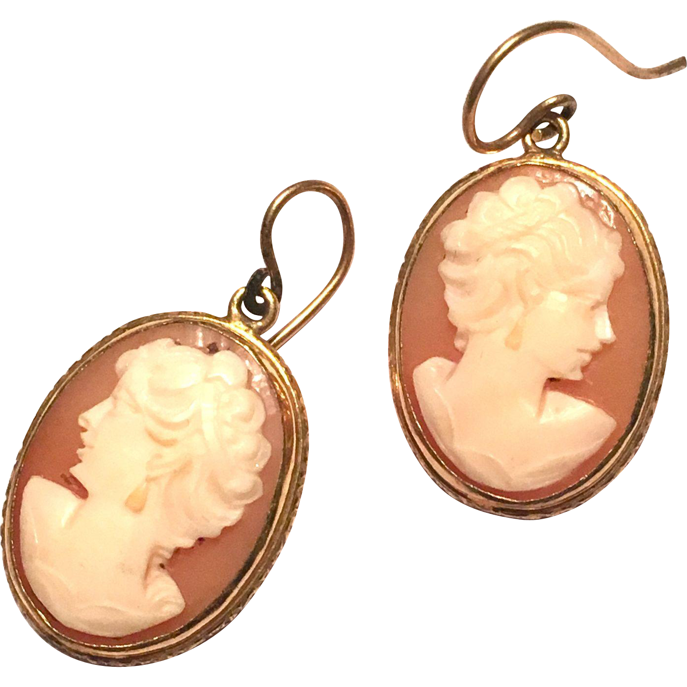 Vintage 1970s Gold Carved Shell Cameo Dangle Earrings
