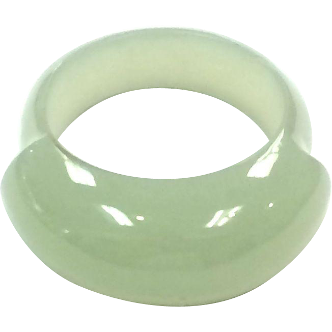 Vintage light green size 8 Jade Ring