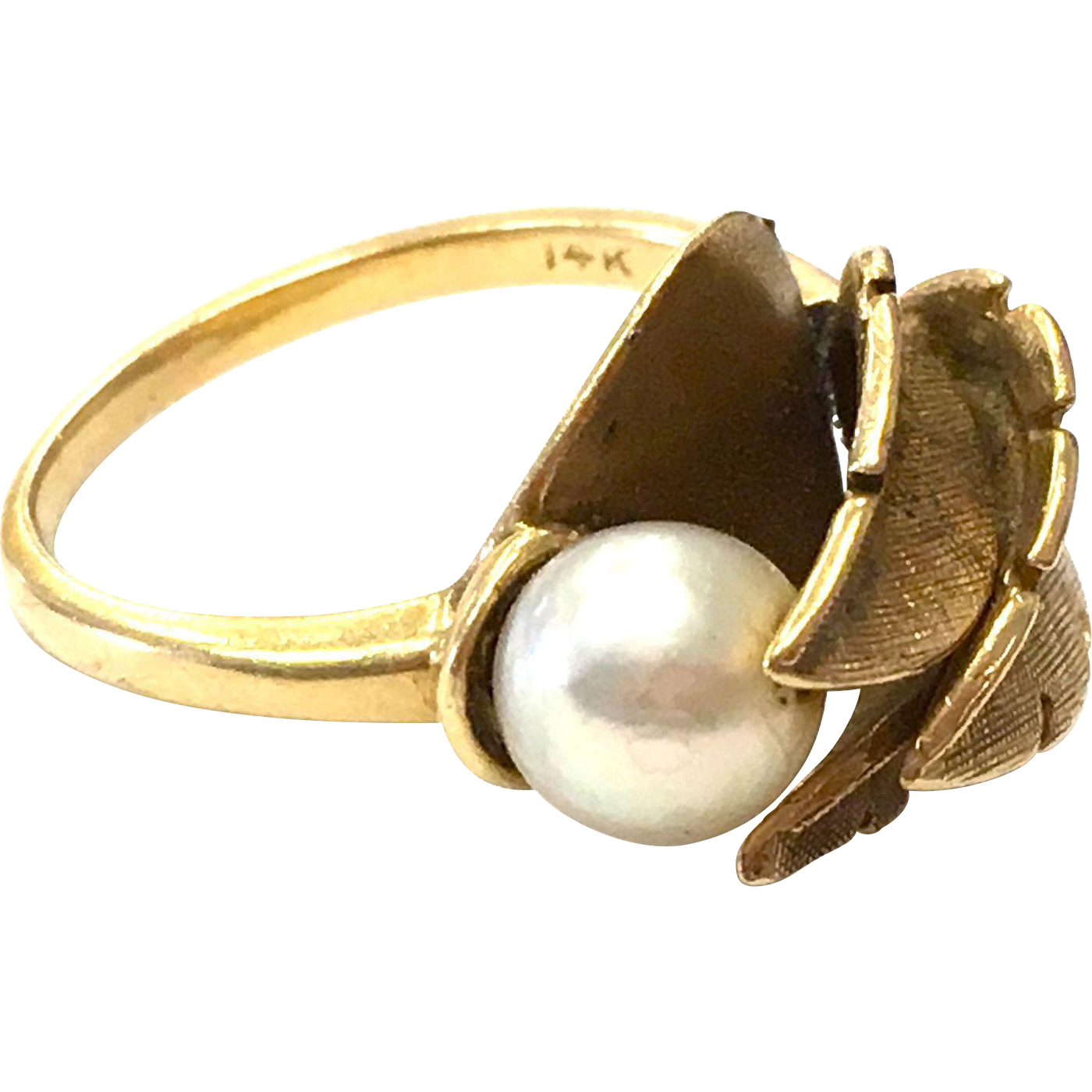 Vintage 1960s 14K Solid Yellow Gold Pearl Ring with Natural Leaf Motif